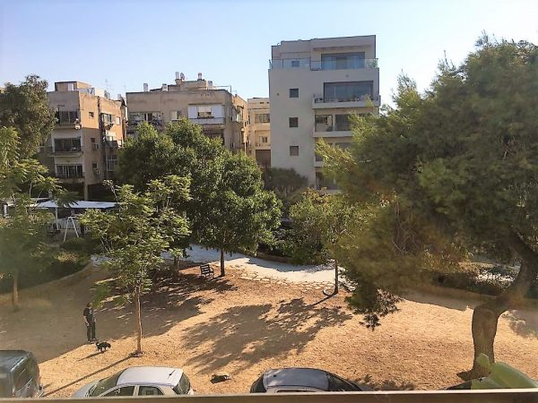 On Zvi Hermann Shapira St 5 rooms apartment with elevator and parking. 1