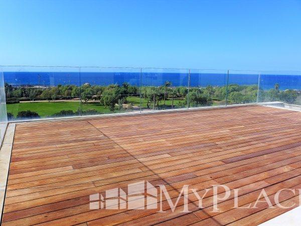דירת גג יוקרתית עם נוף מלא לים 1