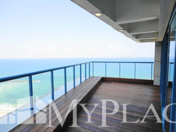 פנטהאוס מדהים עם נוף מלא לים 1