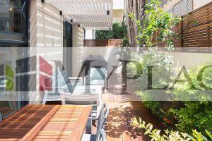 ברחוב דיזינגוף בבניין משופץ דירת גן מעוצבת