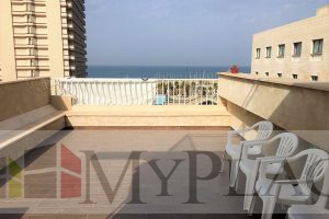 בארנון המבוקש דירת גג משופצת עם נוף לים