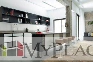 בקרבת שדרות חן, דירת 4 חדרים משופצת אדריכלית עם מעלית וחנייה