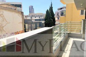בלב העיר בבניין חדש דירה חדשה עם מעלית מרפסת וחניה