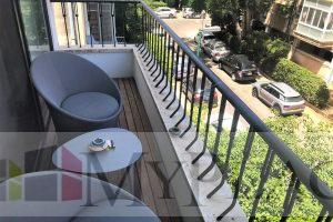 בקרבת גן העיר דירת 3 חדרים משופצת עם מרפסת שמש