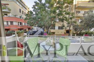 בלב העיר בבניין באוהאוס משופץ דירת 3 חדרים משופצת עם מרפסת