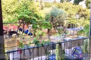 """בקרבת כיכר רבין דירת 100 מ""""ר עם מעלית ומרפסת שמש לנוף ירוק"""