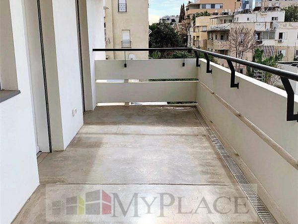 בלב העיר בבניין באוהאוס משוחזר דירה מדהימה עם מרפסת מעלית חניה 9