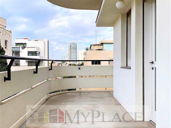 בלב העיר בבניין באוהאוס משוחזר דירה מדהימה עם מרפסת מעלית חניה 1