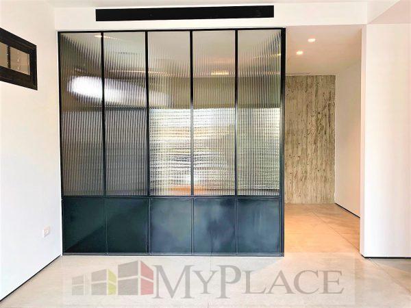 בלב העיר בבניין באוהאוס משוחזר דירה מדהימה עם מרפסת מעלית חניה 5
