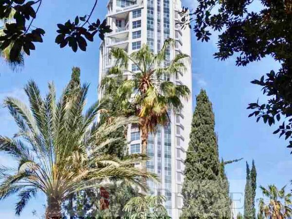 At the prestigious Soutine Tower a four-bedroom apartment 6