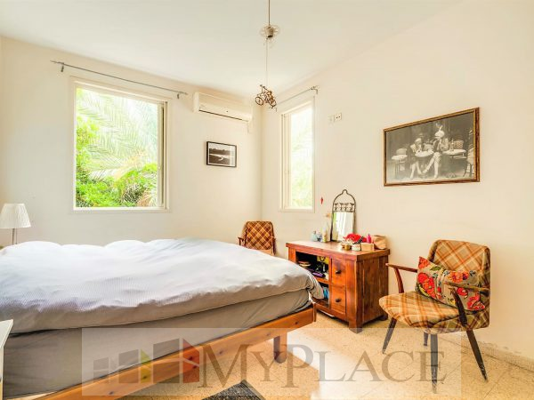 A four-bedroom apartment with a lift and a parking lot in the vicinity of hamedina Square. 6