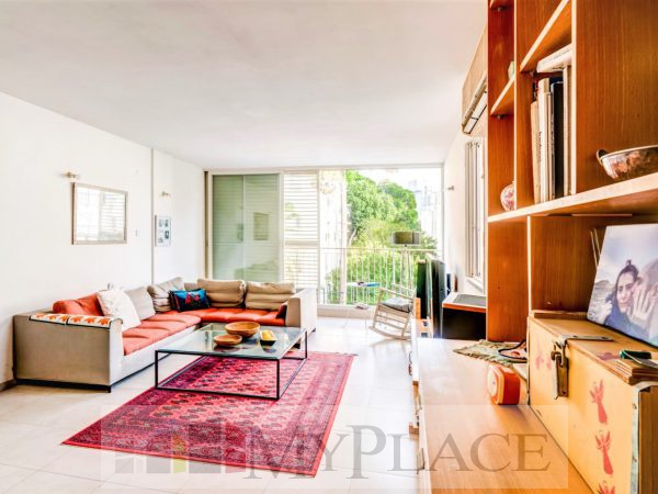 A four-bedroom apartment with a lift and a parking lot in the vicinity of hamedina Square. 1
