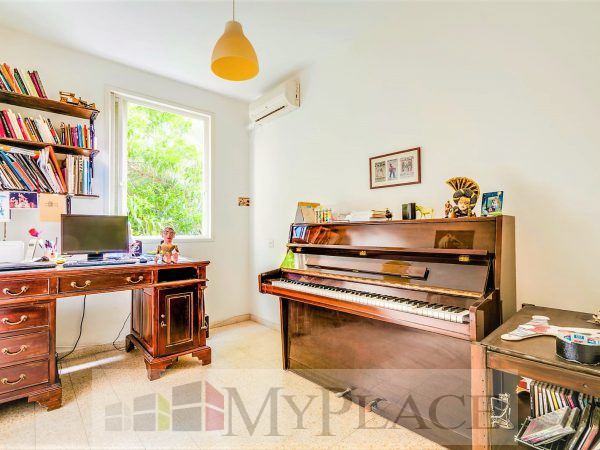 A four-bedroom apartment with a lift and a parking lot in the vicinity of hamedina Square. 7