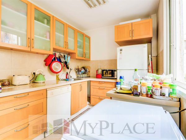 A four-bedroom apartment with a lift and a parking lot in the vicinity of hamedina Square. 4