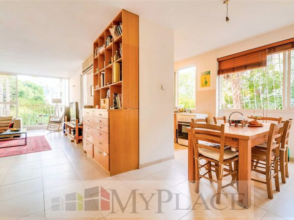 A four-bedroom apartment with a lift and a parking lot in the vicinity of hamedina Square. 2