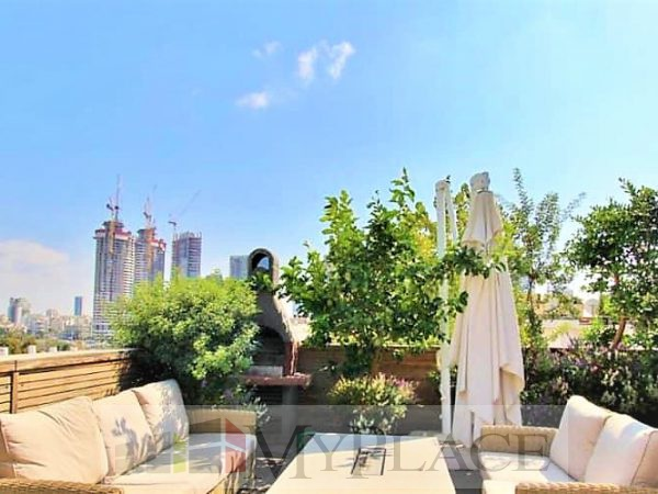 In the vicinity of Hamedina Square an open-view penthouse. 3