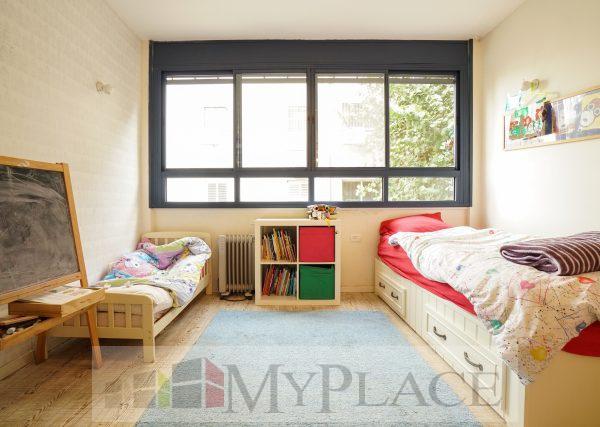 בקרבת יהודה המכבי דירת 4 חדרים משופצת עם מעלית וחניה 5
