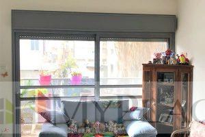 בשכונת מונטיפיורי דירת 3 חדרים עם מעלית חניה ומרפסת