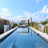דירת פנטהאוז מדהימה עם בריכת שחיה בקרבת הים