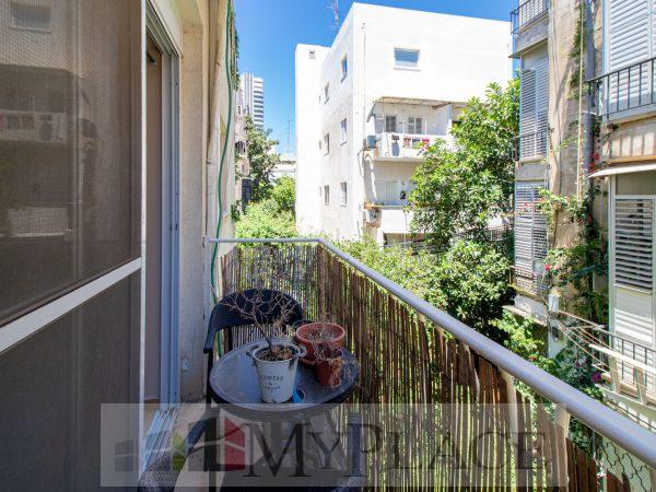 ברחוב שקט וירוק דירת 3 חדרים משופצת עם מרפסת שמש 3