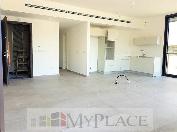 פסיעה מהים בבניין חדש דירה עם מעלית מרפסת וחניה 2
