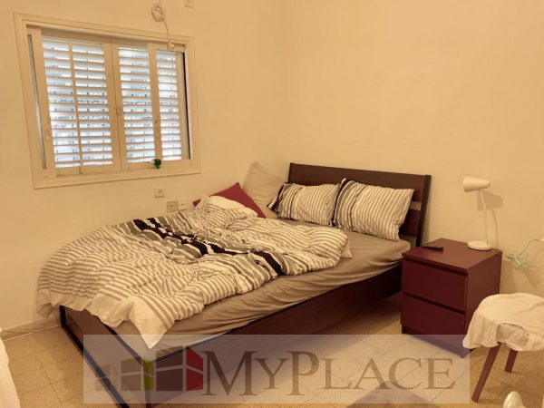 On a quiet street a 2.5-room apartment with a terrace for a green view 4