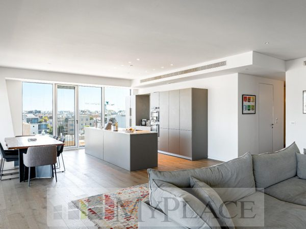 At the Arlozorov Tower A huge luxury apartment 4