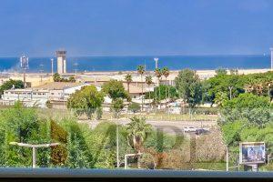 בסביוני רמת אביב דירה משופצת עם מעלית חניה ומרפסת לנוף לים