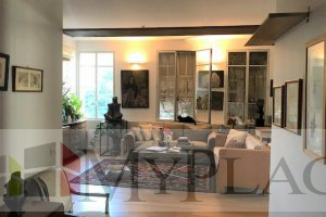 In the heart of the city in a restored eclectic building a renovated apartment