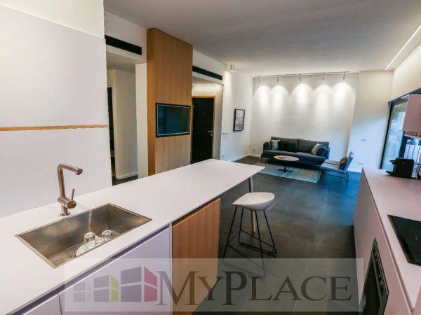 דירה משופצת במרכז העיר עם מרפסת שמש 3