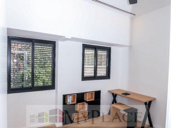 דירה משופצת במרכז העיר עם מרפסת שמש 5