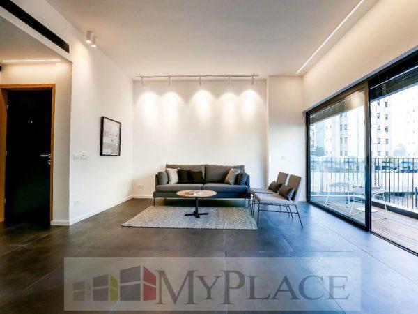 דירה משופצת במרכז העיר עם מרפסת שמש 2