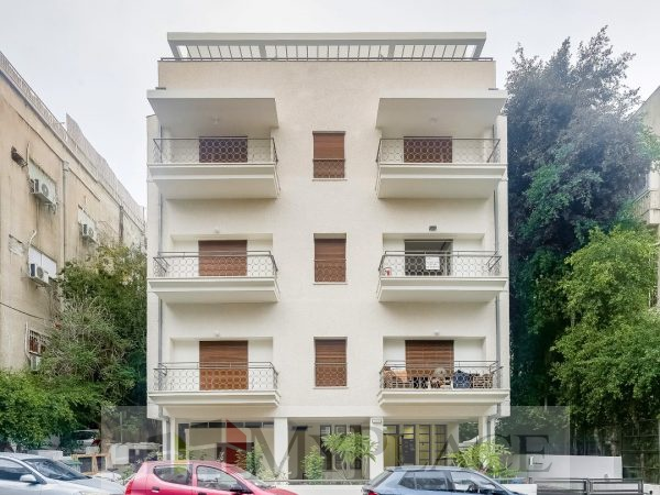 ביוסף אליהו דירת גן בבניין משוחזר עם חניה 9