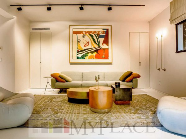 On the HaShoftim street requested a renovated, architectural-designed apartment 6