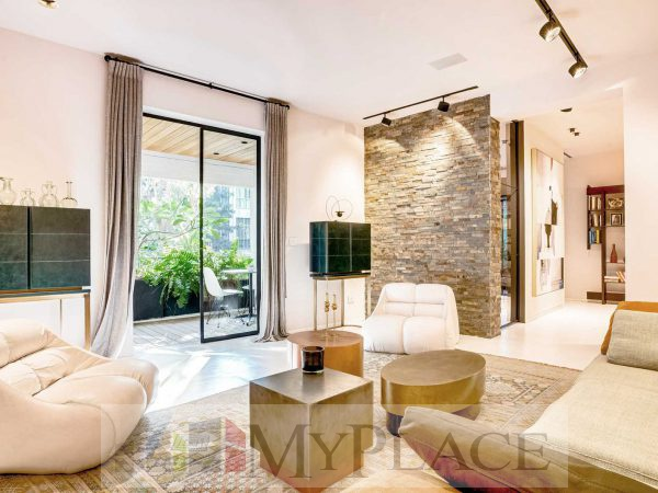 On the HaShoftim street requested a renovated, architectural-designed apartment 2
