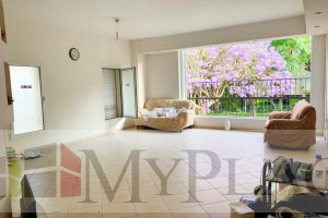 On Shderot David ha-Melekh a flat with a balcony