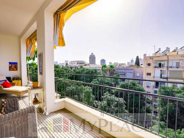 A renovated apartment with a Green View Terrace on Sderot Chen 1