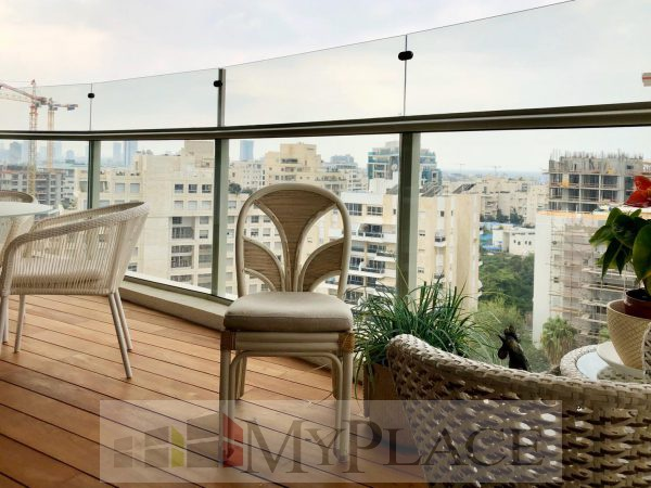 On a high floor with a view of the sea at Levi Eshkol Boulevard 2
