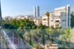 On Ben Gurion Blvd 4 rooms appartment