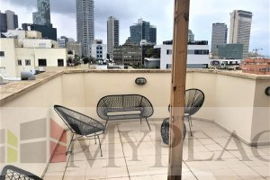 A 4 rooms apartment with parking and a big balcony on Balfour