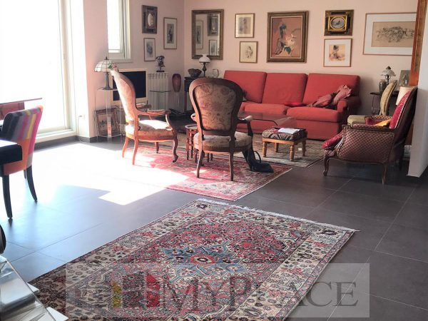 130 SQM RENOVATED WITH ELEVATOR AND PARKING 1