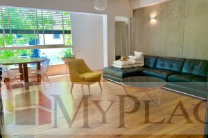 A 4 room Renovated Apartment With  A Shared Parking Place