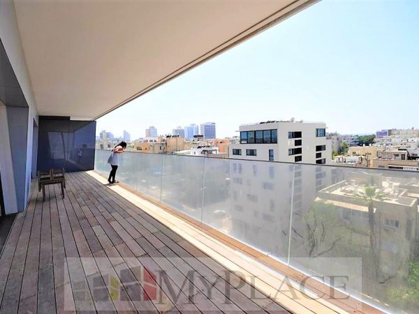 At the Arlozorov Tower A huge luxury apartment 5
