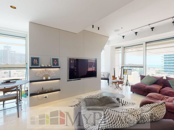 In A Luxury Tower On Rothschild Boulevard 1