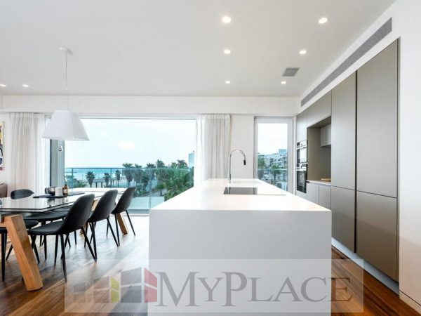 A Luxury Apartment In A Boutique Building 4