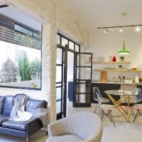 A Renovated 3-Room With A Lift And Parking